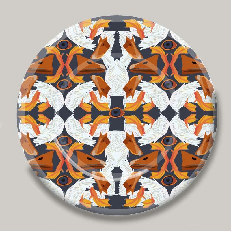 Piatti artigianali in maiolica di Deruta serie FRACTUS. Diametro 28 cm. Fotoceramica a terzo fuoco.