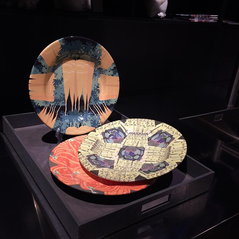 Piatti artigianali in maiolica di Deruta serie ORTO. Diametro 28 cm. Fotoceramica a terzo fuoco.